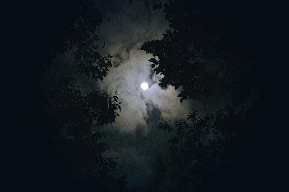 moon-1180345_960_720; BeaTzJooDy on Pixabay