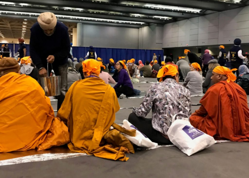 Langar at Parliament of World Religions 2018, Photo by Christine Gautreaux via OneAndAllWisdom.com, CC2.0